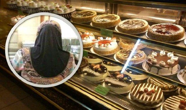 Datang Seorang Makcik Untuk Membeli Kek. Bila Ditanya Apa Yg Nak Ditulis, Jawapan Dia MENGHARUKAN.