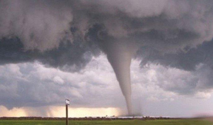 Allahu. Tornado Pula Melanda Indonesia. Sorang Maut Berpuluh Cedera. Tanda Akhir Zaman ?