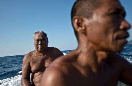 Kisah Pak Harun, Satu-satunya Nelayan Lagenda Pendengar Ikan Yang Masih Aktif Di Dunia. Allahu.