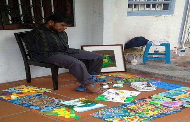 Dilahirkan Tanpa Tangan. Tetapi Hasil Seni LukisannyaBuat Ramai Orang TERUJA.