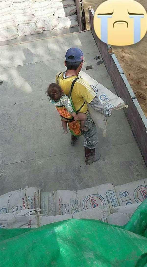 Gambar Bapa Dan Bayinya Ini Menjadi Tular. Kisah Disebalik Gambar Ini Buat Ramai Terharu.. Allahu.