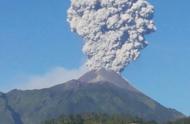 Tanda Akhir Zaman. Gunung Merapi Yogyakarta Mula Keluarkan Lava Pekat.  سبحان الله