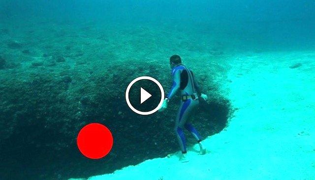 Lelaki Ni Buat Kerja Gila Terjun Dalam Jurang Dasar Laut Tanpa Alat Pernafasan. Jom Tengok Akibatnya. Ada VIDEO.