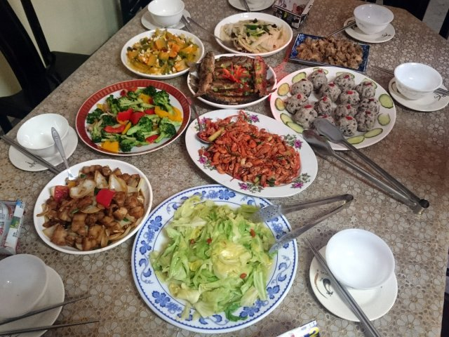 Hukum Makan Di Dalam Bekas Makanan Orang Bukan Islam.