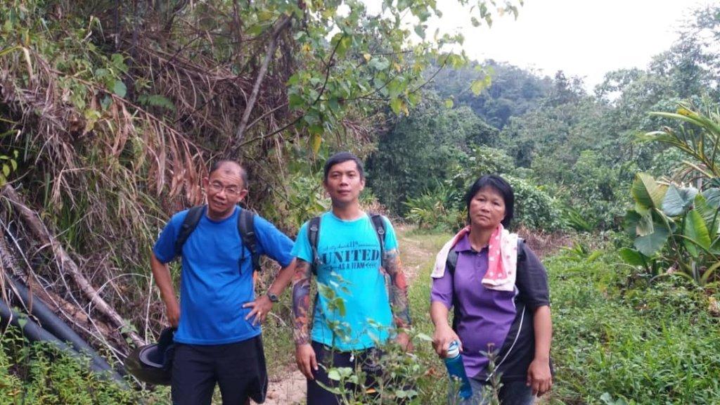 Tiga Guru Sanggup Berjalan Sejauh 12KM hanya Untuk Memujuk Seorang Murid Ke Sekolah. TERBAIK!