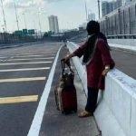 Suami Sakit. Wanita 66 Tahun Ini Jalan Kaki Merentas Tambak Johor.