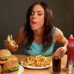 Kau, Perempuan Makan Banyak