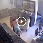 Bapa Selamatkan Anak Ketika Letupan Lubnan. Ada VIDEO.