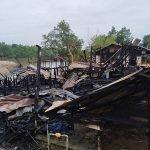 6 Beranak Nyaris Rentung Apabila Rumah Mereka Hangus Terbakar.