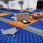 Lelaki Bersongkok Dirakam CCTV Curi Duit Tabung Masjid
