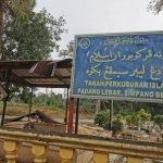 Jenazah Adik Dikebumikan Di Melaka. Mayat Dituntut Keluarga Kandung.