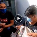 (Video) Pelajar Bantu Ibu Berniaga Terharu Terima Jam Tangan