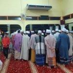 Seorang Penceramah Rebah Atas Mimbar Ketika Baca Doa