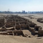 Kota Kuno Yang Tertimbus Pasir Ditemui Di Mesir