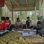 Sanggup Berpanas, Ikuti PdPR Dalam Kebun Getah Untuk Timba Ilmu
