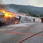 Kontena Terbakar Punca Laluan Terhalang Lebih Dua Jam