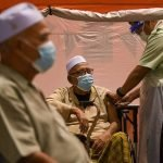 Dua Kali Batalkan Janji Temu, Akhirnya Warga Emas Dapat Suntikan Vaksin
